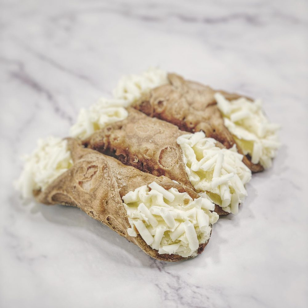 Cremoloso gelato sicilian cannoli